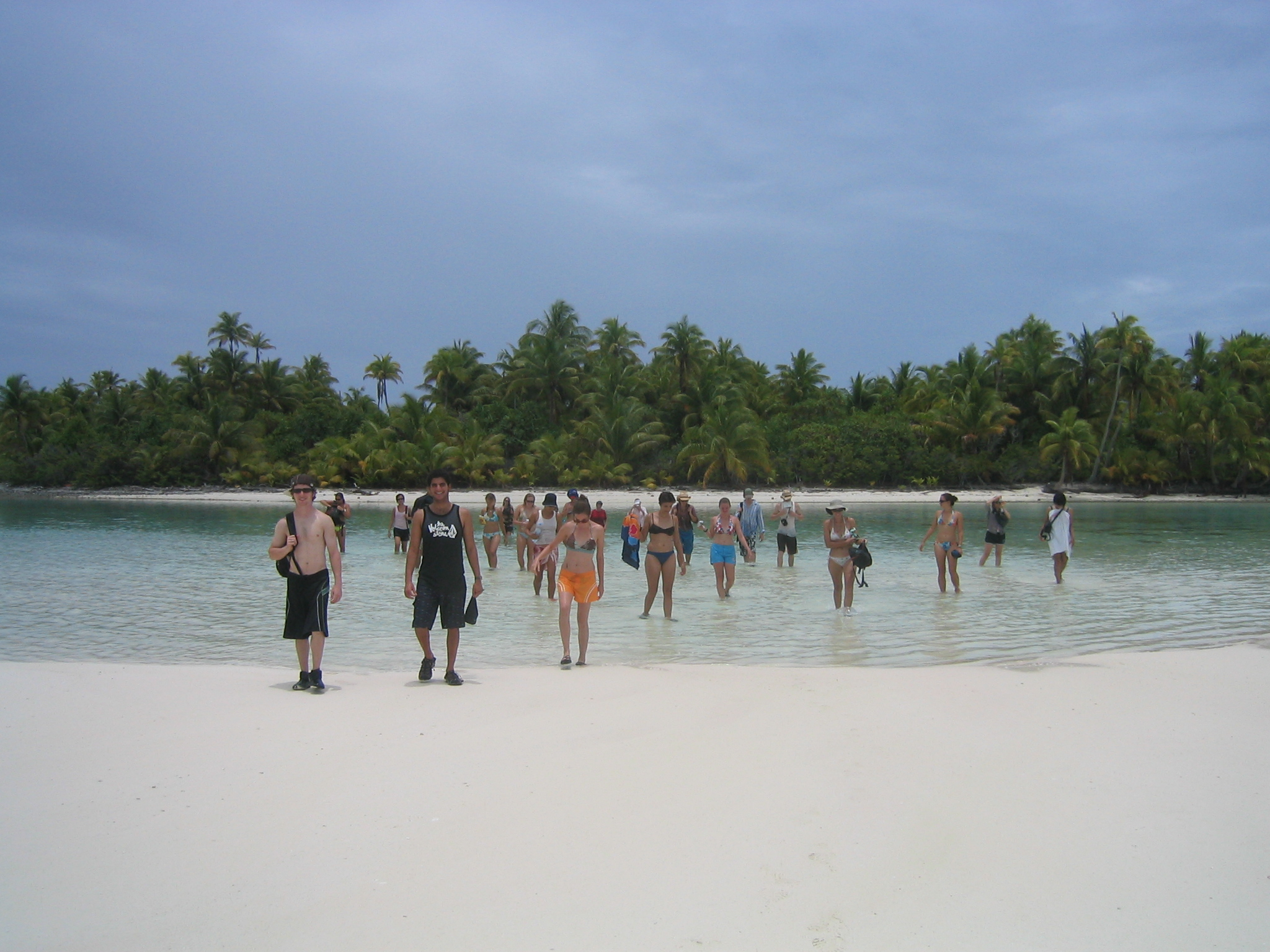 kids learn about biodiversity on Tetiaroa Atoll